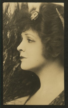 Actress Marie Shotwell was married to William Austin from 1908 to 1916.[18]