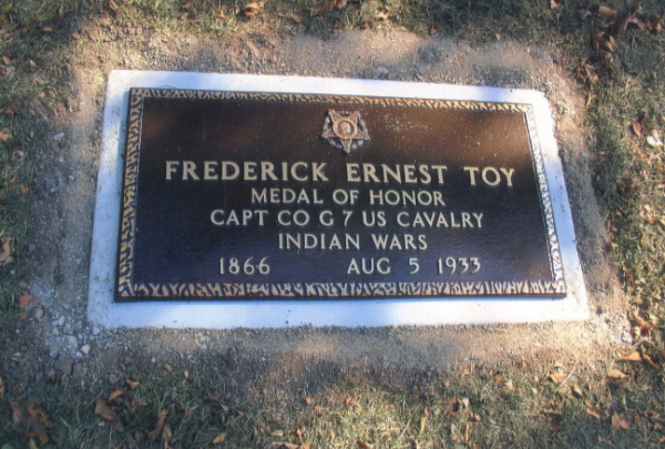 Frederick E Toy grave marker